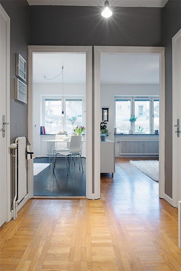 Phần không gian sảnh từ ngoài cửa vào phòng khách và bếp.
